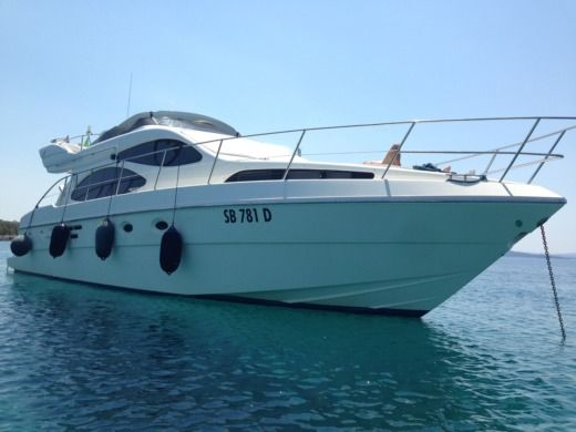 Charter motorboat in Porto San Giorgio peer-to-peer