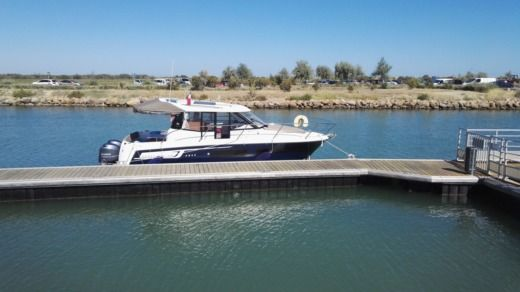 Charter motorboat in Agde peer-to-peer