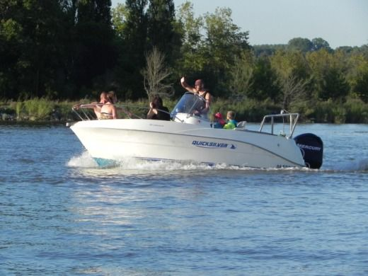 Motorboat Quicksilver 525 Commmander for hire
