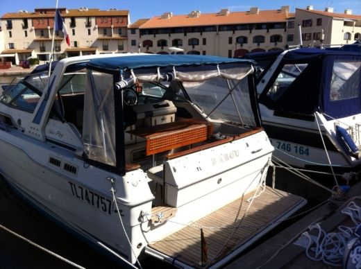 Charter Motorboat Sea Ray Sundancer 300 Empuriabrava