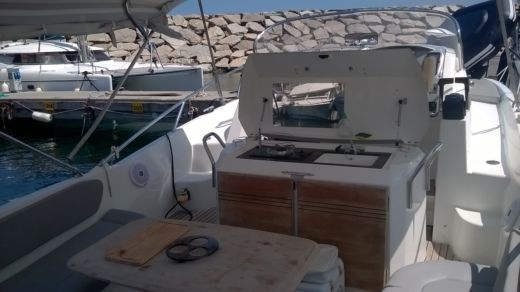 Charter motorboat in Bastia peer-to-peer
