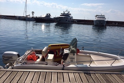 Hire Motorboat CAPELLI Cap 17 Cannes