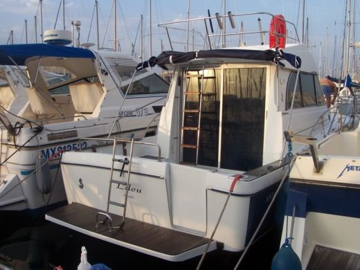 Motorboat Beneteau Antares 9 for hire