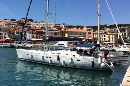 Charter Sailboat BENETEAU OCEANIS 473 Clipper version 4 cabines Marseille