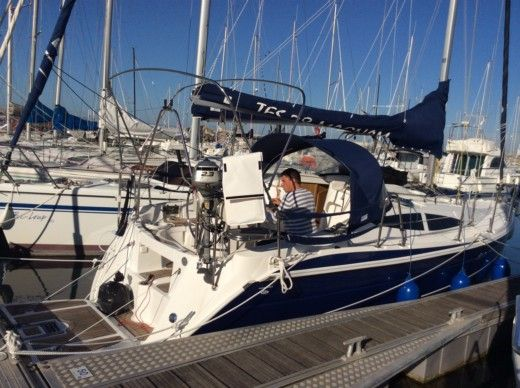 Sailboat Tes TES28 Magnam for hire