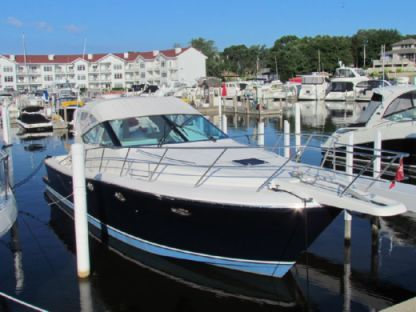 Charter Motorboat Uniesse 42 Open Lighthouse Point