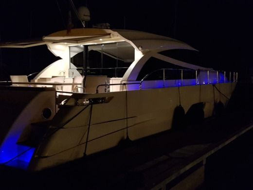 Charter motorboat in San Vincenzo LI peer-to-peer