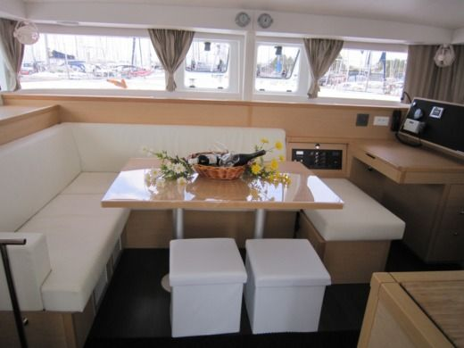 Catamaran Lagoon 400S2 for hire