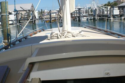 Charter Sailboat O'Day 37' Key West
