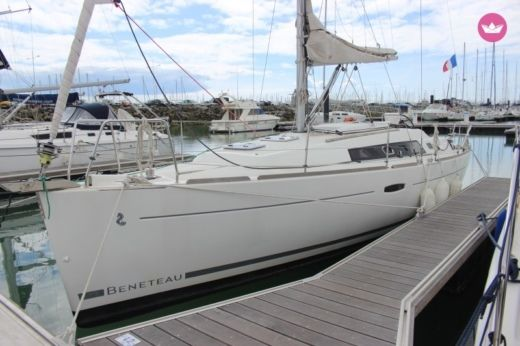 Sailboat Jeanneau Océanis 34 for hire