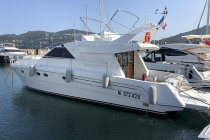 Hire Motorboat Raffaelli Storm S 47 Cannes