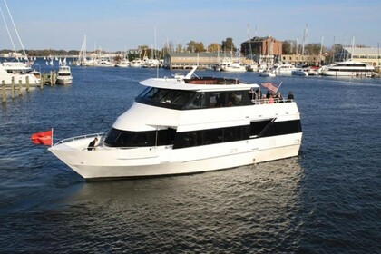 Charter Motor yacht Luxury Yacht 65 Annapolis