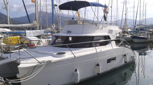 Charter motorboat in Castelldefels peer-to-peer