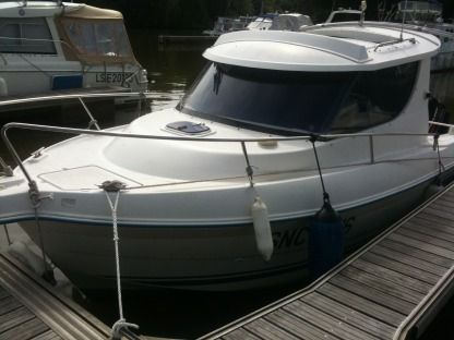 Charter Motorboat Quicksilver 650 Cannes