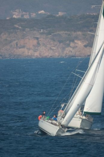 Sailboat BENETEAU FIRST 25.7 peer-to-peer