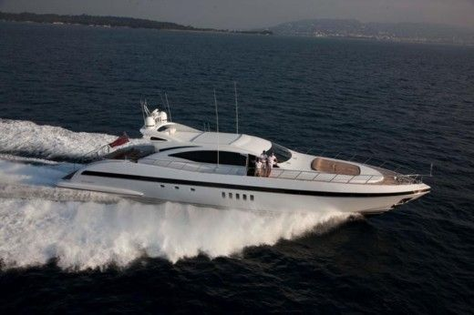 Over Marine Mangusta 92 a Cannes da noleggiare