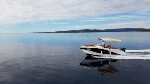 Motorboat Okiboats Barracuda 545 for hire
