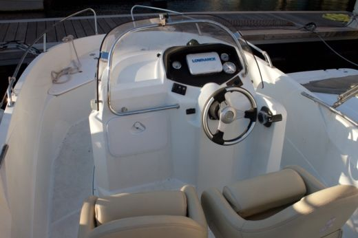 Motorboat Beneteau Flyer peer-to-peer