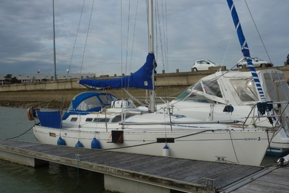 Rental Sailboat BENETEAU OCEANIS 320 Royan