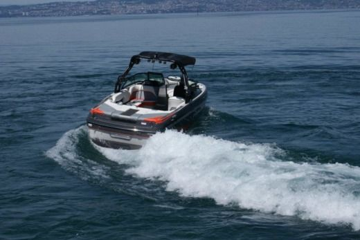 Charter motorboat in Thonon-les-Bains peer-to-peer