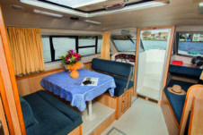 Charter Houseboat Crown Cruisers Cirrus A Or B Portiragnes