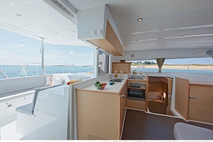 Hire Catamaran LAGOON Lagoon 421 with watermaker & A/C - PLUS Phuket