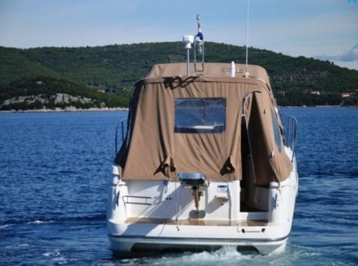 Motorboat Sessa C35 for hire
