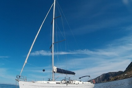 Hire Sailboat BENETEAU cyclades 43.3 2006 Malta