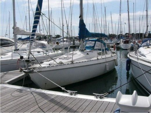 Sailboat Jeanneau Melody for hire
