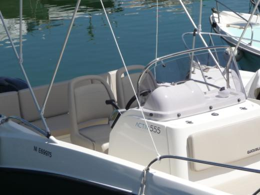 Motorboat QUICKSILVER OPEN ACTIV 555 for hire