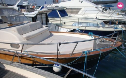 Motorboat Apreamare 75 Semicabinato for hire