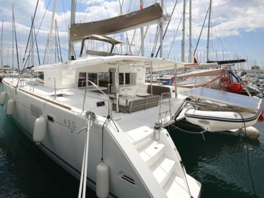 Catamaran Beneteau Lagoon 450 for hire