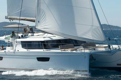 Hire Catamaran FOUNTAINE PAJOT SABA 50 Le Marin
