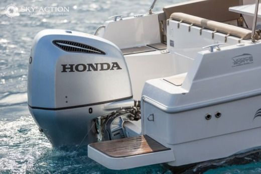 Motorboat ATLANTIC 750 SUN CRUISER for hire