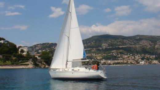 Sailboat BENETEAU Idylle 10.50 for hire