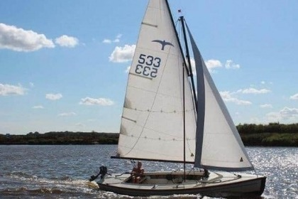 Hire Sailboat Polyvalk open zeilboot Huizen