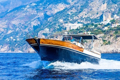 Hire Motorboat Gozzo 33ft Positano