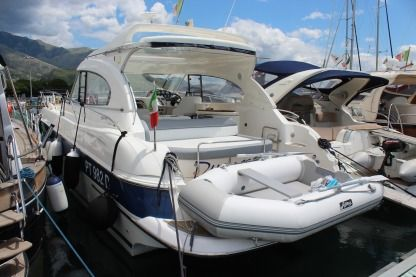 Charter Motorboat Bavaria 37 Ht Formia