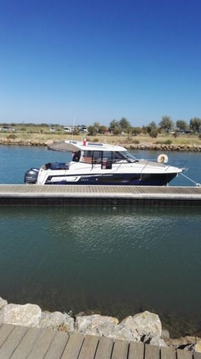 Jeanneau Merry Fisher 855 in Agde peer-to-peer