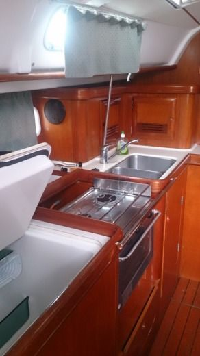 Sailboat Beneteau Océanis 411 for hire