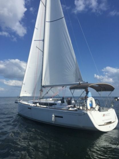 Charter Sailboat Jeanneau Sun Odyssey 389 2/1 Plus Double In Salon Key West