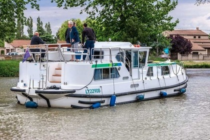 Rental Houseboat Pénichette® P1180 Flying Bridge Briare