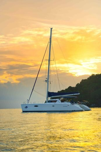 Catamarano Fountaine Pajot NESI 60 tra privati