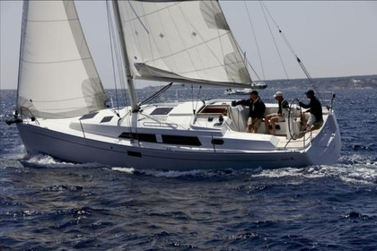 Hire Sailboat HANSE 35 Barcelona