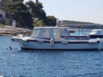 Traditional Boat Fuel & Skipper Included in Hvar for hire
