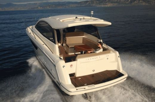 JEANNEAU Leader 9 in Cavalaire-sur-Mer for hire