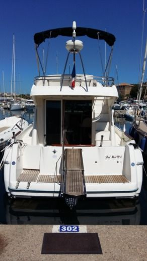 Jeanneau Prestige 32 in Sainte-Maxime for hire