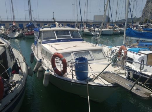 Motorboat Coronet 31 for hire