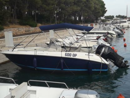 Rental Motorboat Quicksilver Commander Stari Grad