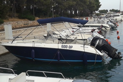 Hire Motorboat QUICKSILVER Commander Stari Grad